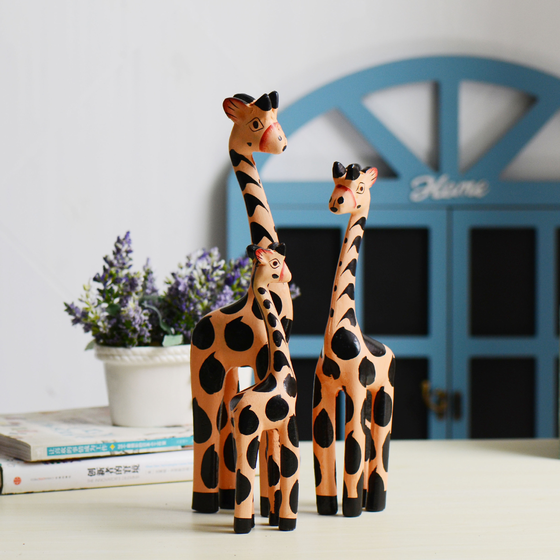 Animal ornaments - Giraffe Color Decoration Hand Painted Craft Gift Animal Ornaments Wood Table Home Decoration Accessories Ornament