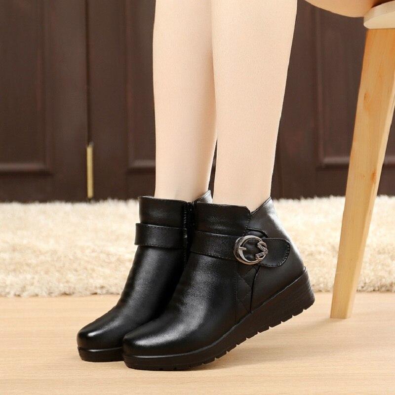 8deca5ca3 Botas de Neve do Inverno mulheres Outono Idosos Sapatos Mãe Botas Quentes  do Sexo Feminino Grosso Outwear Confortável Bota De Couro Genuíno Senhora  em Botas ...