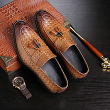 baf52b715 2019 جديد العلامة التجارية الفاخرة أزياء الرجال شرابة أحذية خفيفة بدون كعب  الجلود الإيطالية الرسمي اللباس