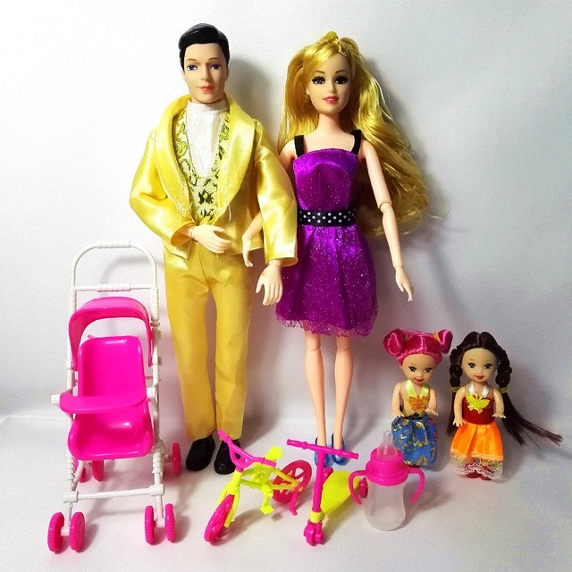 Toys Fashion Family 4 People Dolls Suits 1 Mom /1 Dad /2 Little Kelly
