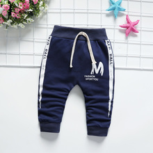 Розничная, новая весенняя детская одежда для новорожденных, штаны-шаровары с буквенным принтом «М» для маленьких мальчиков и девочек, легинсы, маленькие хлопковые брюки