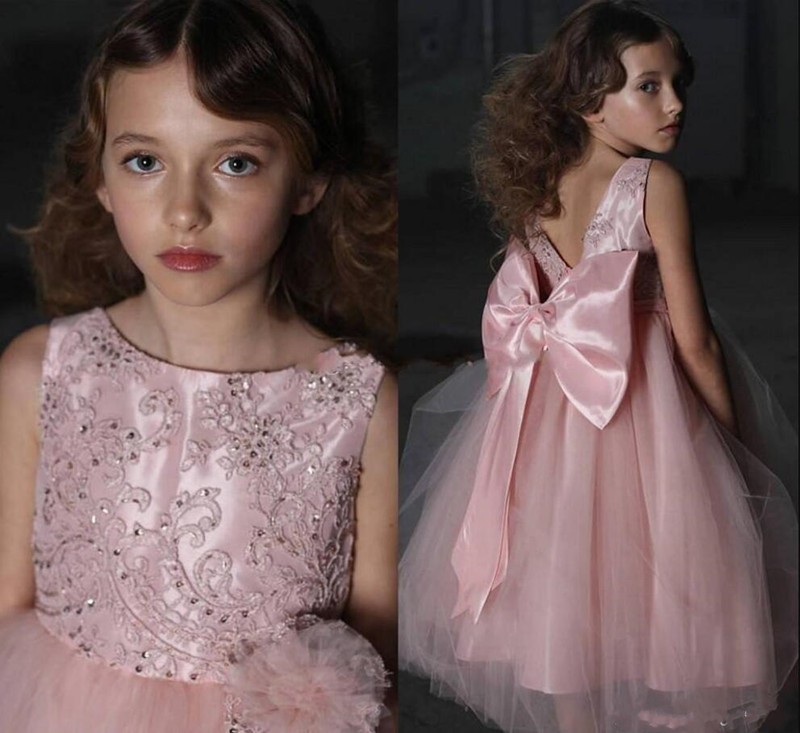 Cute Flower Girl Dress Covered Big Bow and Crystals Appliques V-Back Sexy Girls Prom Dress Sleeveless Formal Wear New Arrivla Cute Flower Girl Dress Covered Big Bow and Crystals Appliques V-Back Sexy Girls Prom Dress Sleeveless Formal Wear New Arrivla
