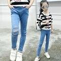 2017 Niñas Jeans Rasgados Pantalones de Mezclilla Cintura Elásticos Para Ropa de Las Muchachas primavera Pantalones de Los Cabritos 4 6 8 10 12 14 Años Los Niños disfraces