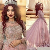 Hot Sexy Arabic Prom Gowns Jewel Neck Illusion Lace Appliques Beaded Tulle Evening Gowns Long Sleeves Long Sleeves Long Dress