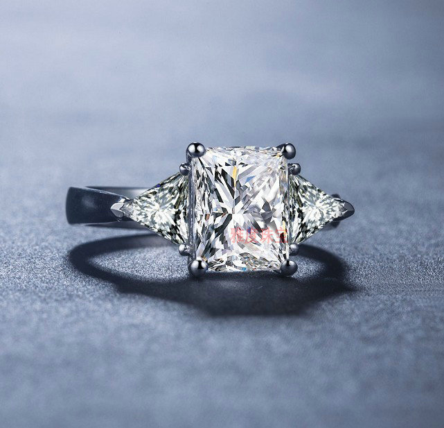 Luxury SONA Simulated stone Hot Celebrity Engagement Rings For Women! 3  Stone 2 Trillion Cut Side Stones 9cb231cabc