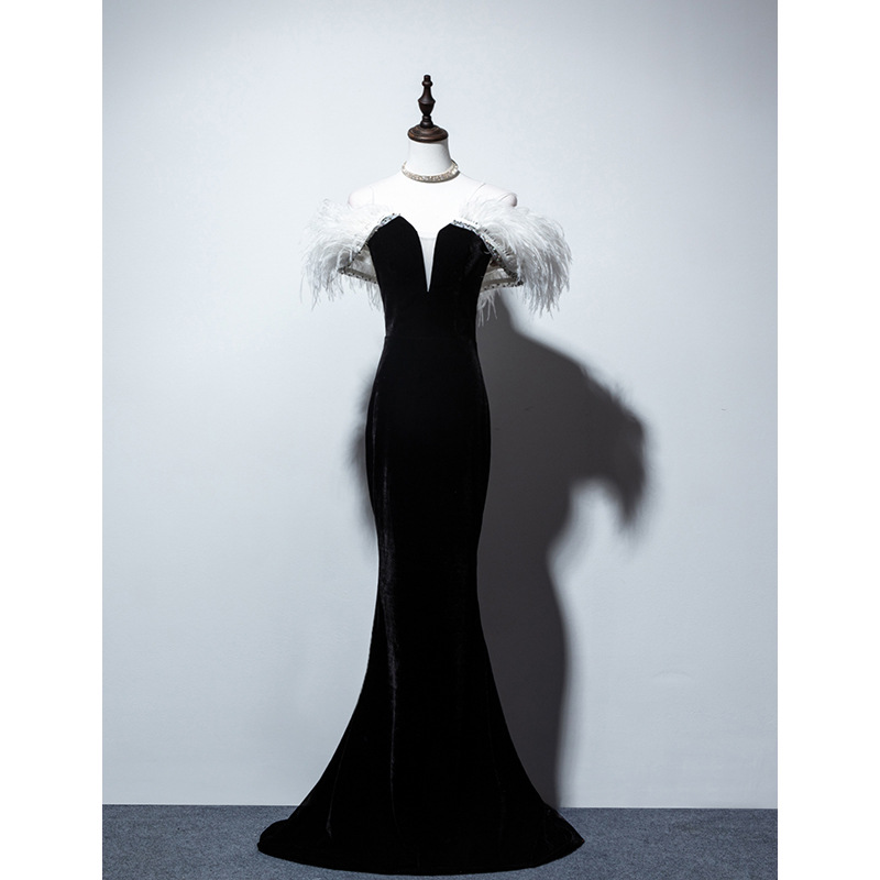 New Ostrich Feather Black Velvet Off The Shoulder Mermaid Long Vestidos De Festa Lace Up Celebrity Evening Party Dresses 2020
