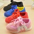 2016 niños Del Otoño Del Resorte Niños Lae Letras Del Color Del Caramelo de Los Bebés de Malla Transpirable Deporte Zapatos de Las Niñas Zapatillas de deporte de Moda 21-25