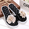 2017 New Summer Sandy Beach Fashion Women Sandals Flip Flops Camellias Flat Heel Woman Slipper Beautiful Lady Shoes Jelly Slides