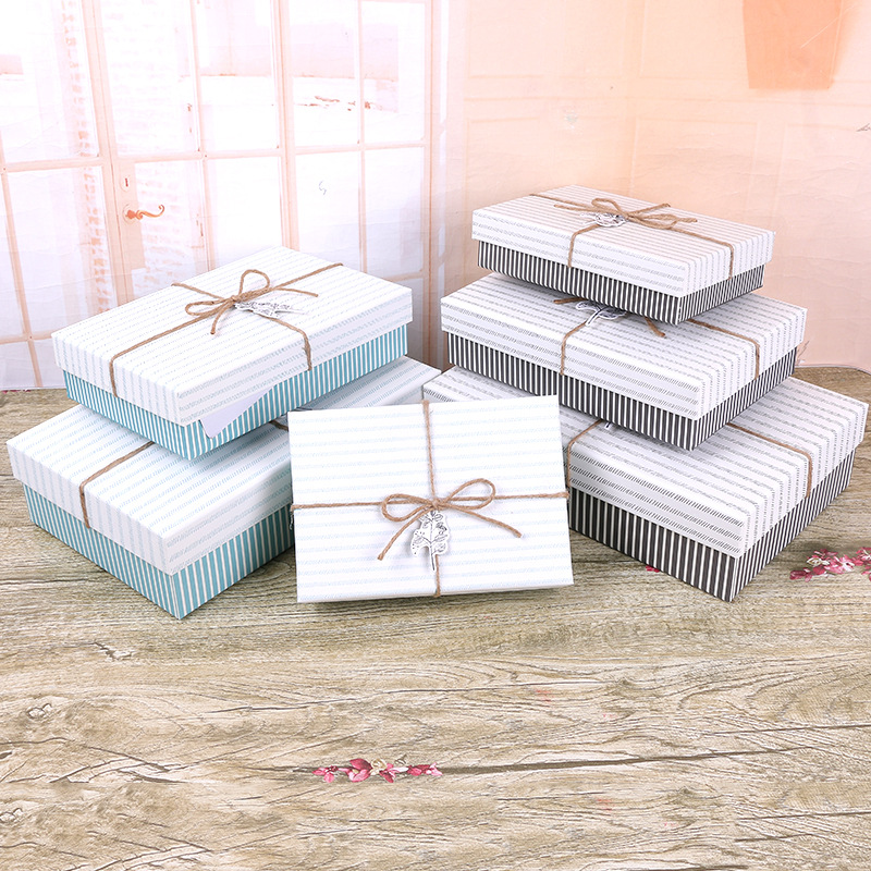 Direct selling stripes, 3 sets of rectangular gift boxes, garment packaging boxes, twine, antique carton spot.
