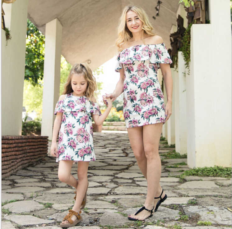 4a12f587a0a45b Fashion Women Mother Daughter Matching Dresses Summer Ruffles Floral Girl  Dress Clothes Sets
