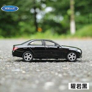 Image 2 - משלוח חינם 1:36 בנץ e class סגסוגת מכונית צעצוע דגם עם למשוך בחזרה פונקציה מקורי תיבת סימולציה דגם רכב צעצועים לילדים מתנה