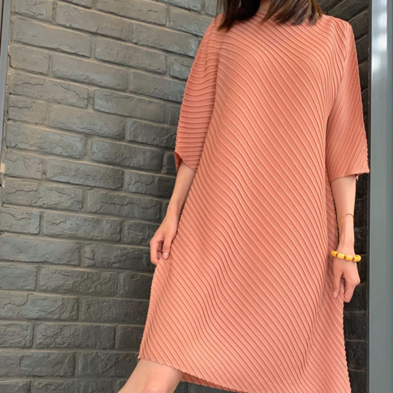 LANMREM 2020 Spring New Fashion Temperament Women Loose Plus Casual Round Neck Solid Color Irregular Pleated Dress TC261