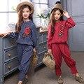 2017 primavera new design clothing criança meninas topos de linho de algodão solto + calças 2 peças define meninas flor clássica bordado ternos