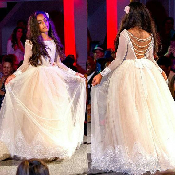 2018 Fashion Girls Pageant Gown Long Sleeves Off Shoulder Backless Beaded Long Flower Girls Dress for Wedding Any Size