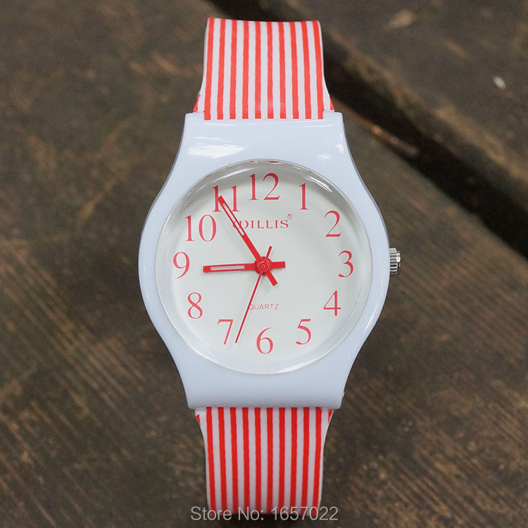 Fashion New Women Luxury Silicone Softness Color Strap Quartz Watch Man Children New Waterproof Wristwatches