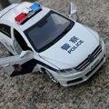 Regalo 15.5 cm 1:32 creativo Volkswagen lavida hombre policía patrulla coche modelo de la aleación wagon acustóptica tire hacia atrás juguete juego