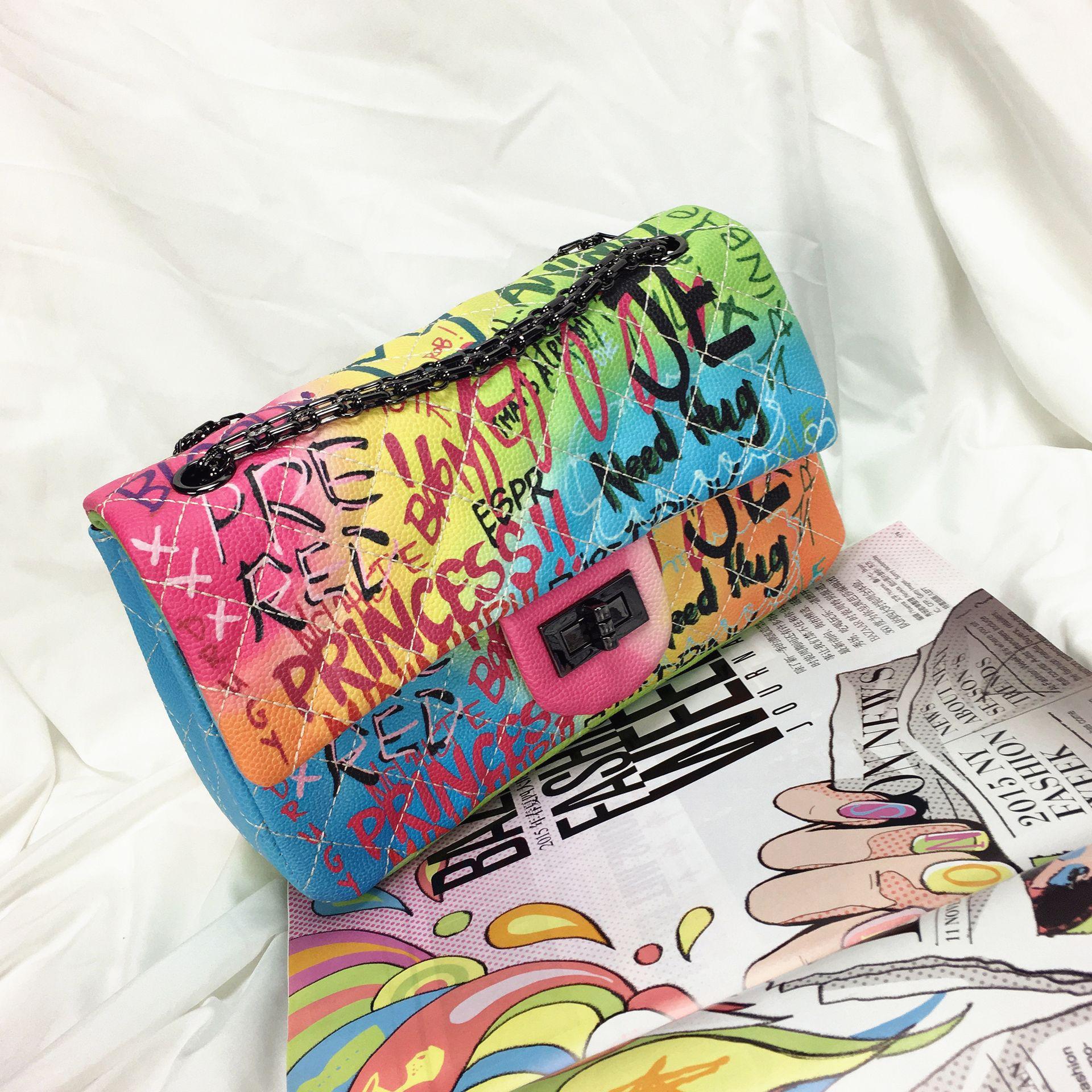 Women's bag 2019 new color graffiti printing shoulder bag fashion travel bag luxury chain Messenger bag
