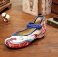 Flower Embroidery Woman Shoes Comfortable Soft Old Peking Women's Shoes Chinese Flat Heel With Fish Canvas SMYXHX-B0032