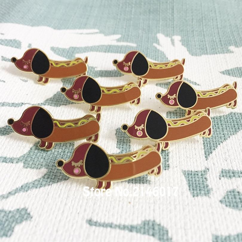 50 sztuk niestandardowe emalia szpilki i broszka metalowe rzemiosło fajne 30mm Diggity Cute Dog klapy Pin Wiener jamnik Hot doggy odznaki w Broszki od Biżuteria i akcesoria na  Grupa 2