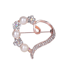 2019 Women Love Heart Korean Heart-studded Pearl Brooch Clothing Accessories Elegant jewelry Fashion pearl love brooch pin new