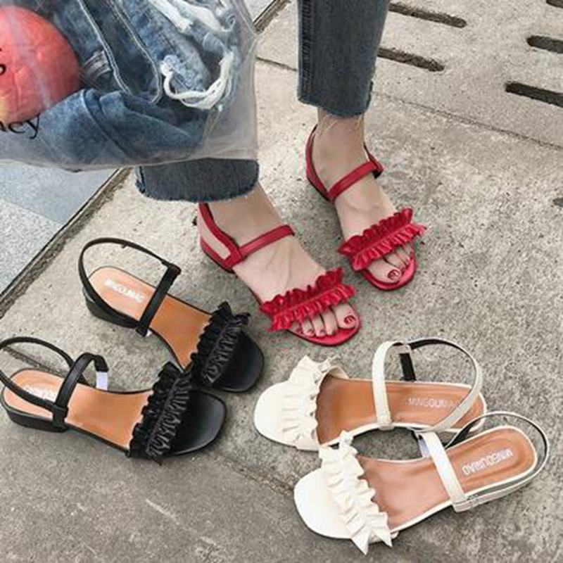 2018 summer new female sandals open-toe lotus leaf decoration word buckle with Roman flat sandals.