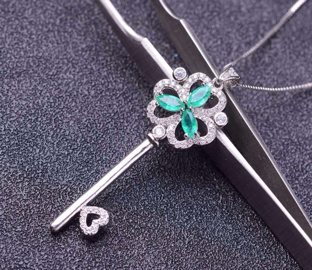 natural green emerald gem pendant S925 silver Natural gemstone Pendant Necklace trendy Clover key women party fine jewelrynatural green emerald gem pendant S925 silver Natural gemstone Pendant Necklace trendy Clover key women party fine jewelry