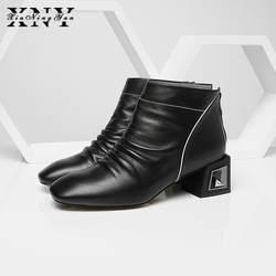 XIUNINGYAN/женская зимняя обувь полный ботинки из натуральной кожи Стиль плиссированные украшения взлетно-посадочной полосы каблуки с узором