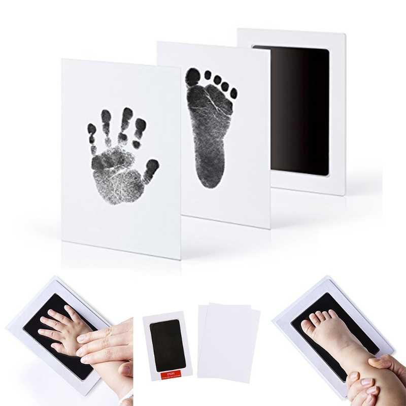ทารกแรกเกิดทาบรอยพระพุทธบาทกรอบรูปชุดปลอดสารพิษสะอาดสัมผัสแผ่นหมึก