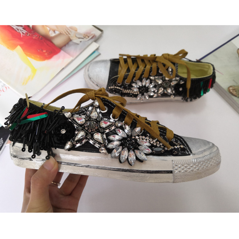 Fashion Women Canvas Shoes 2018 Appliques Women Shoes Novelty Casual Women Flat Shoes Spring High Quality Designs Sneakers