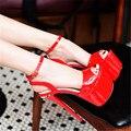CDTS Летняя обувь женщины насосы лакированная кожа сексуальная вырез hasp 18 см ультра тонкие высокие каблуки открытым носком женские Красные днища сандалии
