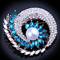 Fashion Jewelry Gold plated Imitation Pearl Crystal scarf pins and brooches Classic Rhinestone Brooch for women