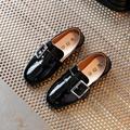 2017 Primavera Novos sapatos de Couro Crianças Meninos Das Meninas Do Bebê Sapatos de Couro Pu Estilo Casual Crianças Plana Sapatos De Couro Brilhantes