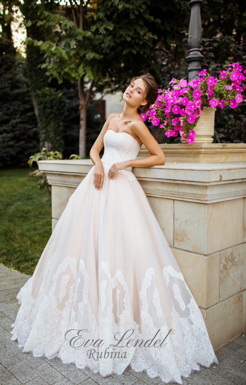 Luxurious Lace Applique Light Champagen Wedding Dress Princess ...