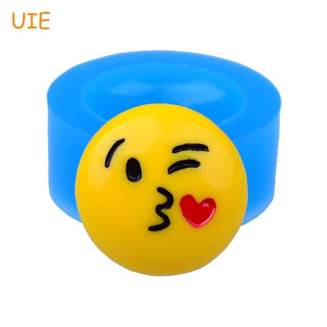pyl574u 21 7mm face throwing a kiss emoji silicone mold emoticon