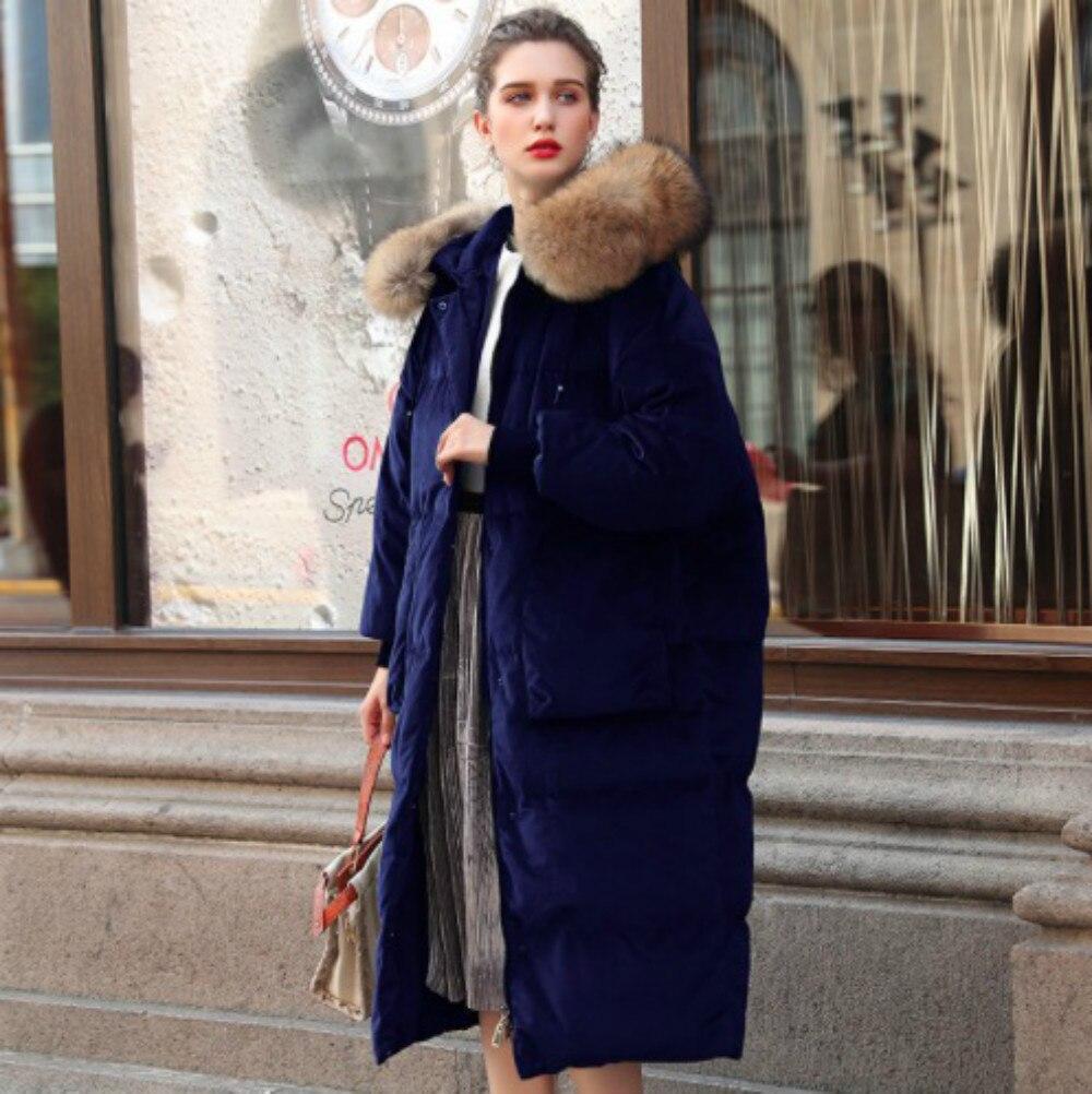 Новинка 2018 г. зимние женские куртки на утином пуху бархатная парка Длинные свободные енота Мех животных с капюшоном женская верхняя одежда