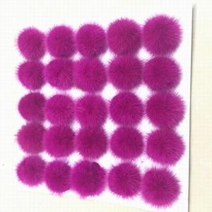 Image 5 - 25ピース/ロット5センチナチュラルリアルミンクの毛皮ハンギングデコレーションボールポンポンpomsふわふわ毛皮ポンポンdiy女性子供冬帽子skulliesビーニーニットキャップr21