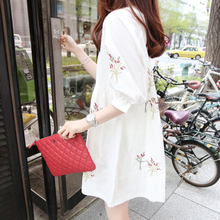 A36 новое платье для беременных версия из хлопка и льна с вышивкой средней длины и короткими рукавами Свободная кукольная юбка