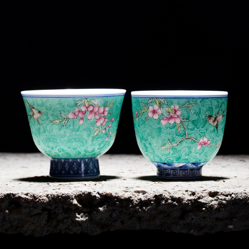 Boutiques Collection Ceramic Art Chinese Famille Rose Porcelain Master Cups Teacup Kung Fu Tea Set Grilled Flowers Tea Cup 90ml