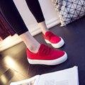 Rojo zapatos de lona de Corea Del Sur zapatos de tela plana plana femenino de los estudios zapatos sandalias negras con joker zapato bajo grande