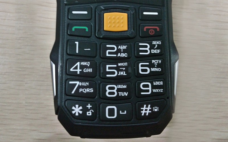 Мобильный телефон MAFAM с С TV, 2 SIM и сверхсильным аккумулятором 13800 mAh который можно использовать как Power bank с мощным фонариком. Купить сейчас. Цена 2950 рублей.