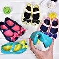 Chicas de Color caramelo Sandalias Zapatos de Los Niños De Goma Mini de Bowtie Del Verano Sandalias de Los Niños para Las Niñas