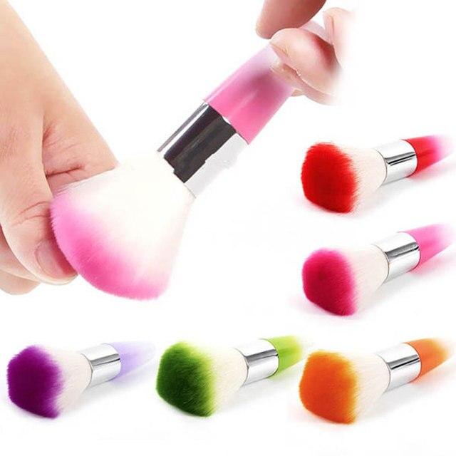 Avec quoi nettoyer les pinceaux nail art