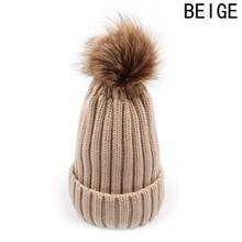 Pletená zimní čepice s chlupatou bambulí