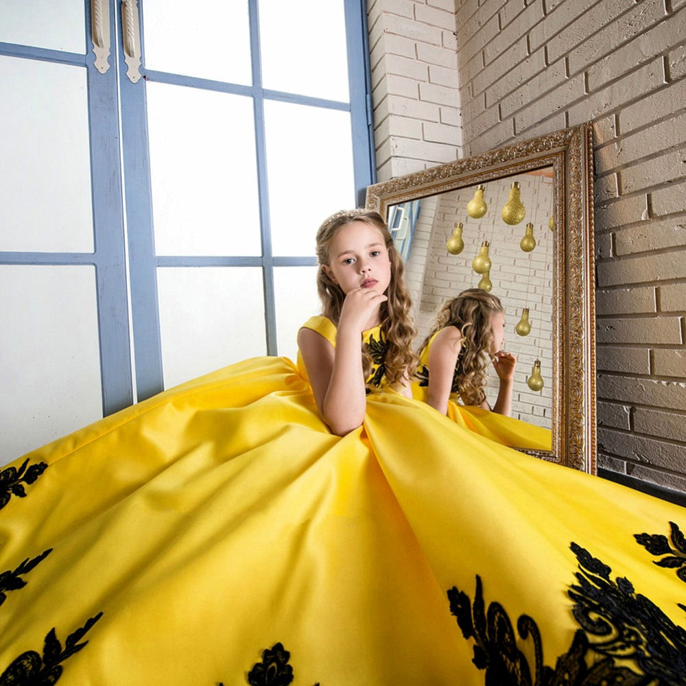 2017 Girls Pageant Formal Clothes New Year Party Princess Dress Kids Black Lace Flower Dresses Yellow Sleeveless Ball Gowns