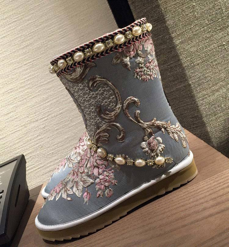 2018 Winter Newest Snow Boots for Woman Round Toe Crystal Embellished Flower Embroidery Mid-calf Warm Boots Flat Shoe  2018 Winter Newest Snow Boots for Woman Round Toe Crystal Embellished Flower Embroidery Mid-calf Warm Boots Flat Shoe