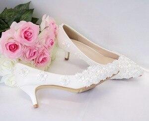 Image 4 - 크리스탈 퀸 화이트 구슬 꽃 하이힐 결혼식 신발 5 cm 발 뒤꿈치 신부 펌프 신발 여성 신발 파티와 저녁 신발