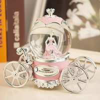 19*16CM Carriage princess Lover Snow Globes Glass Music Box Home Decoration Wedding Birthday Christmas New Year Gifts