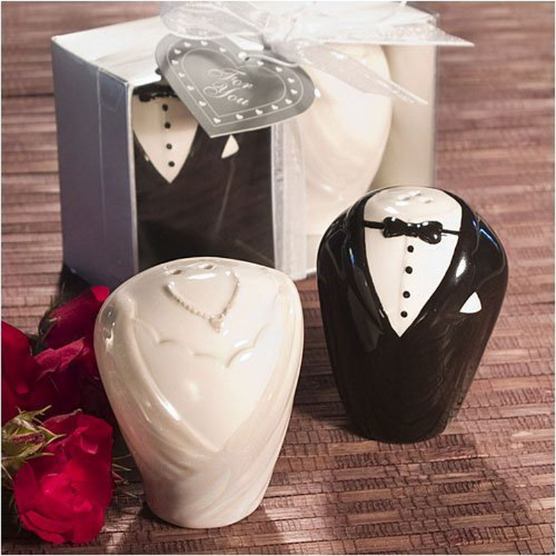 FREE SHIPPING High Quality Wedding Favors Bride and Groom Ceramic Salt and Pepper Shakers Bridal Shower