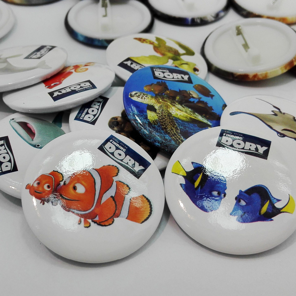 ZuverläSsig Ein Set 9 Stücke Finden Dory Cartoon Buttons Pins Abzeichen, Runde Abzeichen, 30mm Durchmesser, Zubehör Für Kleidung/taschen, Kinder Party Geschenke