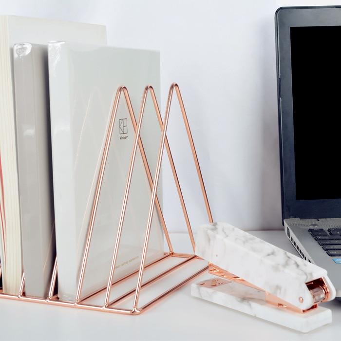 Новые творческие металла гальваническим Bookends Горячие выстроились книги держатель стоит декоративные Книжная полка для Офис стол органайз...